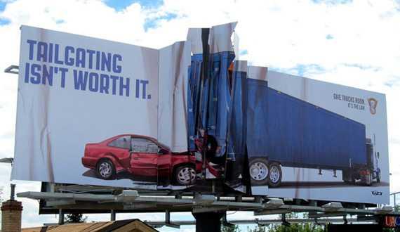 Наружная реклама о перспективах несоблюдения дистанции