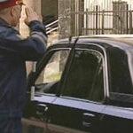 Гаишник останавливает генерала за рулем