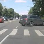 Разъезд с авто на перекрестке
