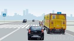 Пешеход переходит